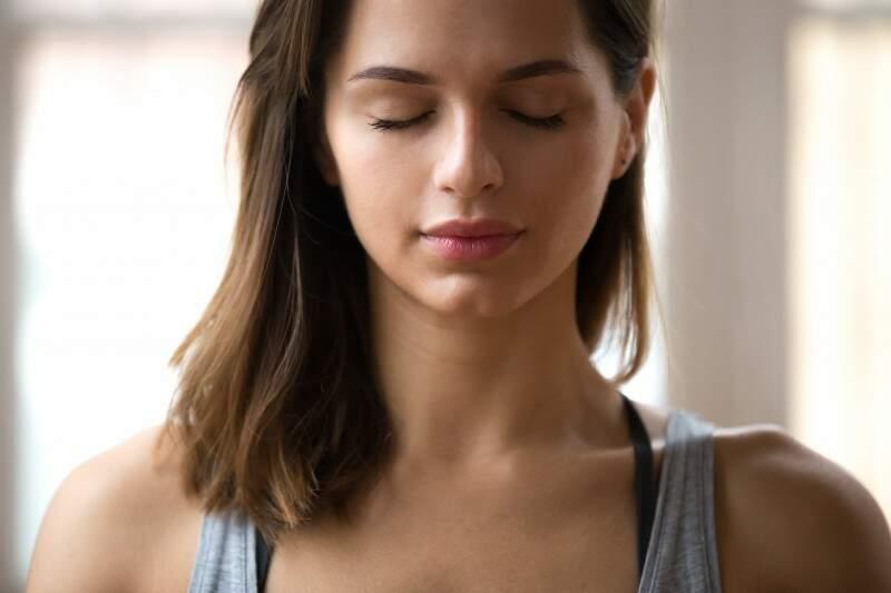 Benefícios da meditação e psicologia: que tal experimentar?