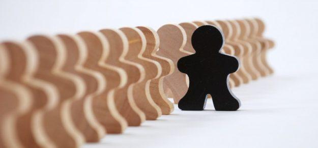 Como o racismo estrutural afeta o psicológico de quem sofre com ele?