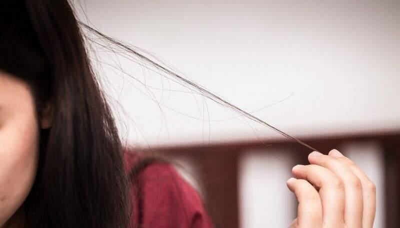 Como parar de arrancar cabelo e por que isso ocorre?