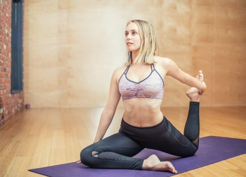 exercícios físicos como a yoga podem ajudar a prevenir a depressão