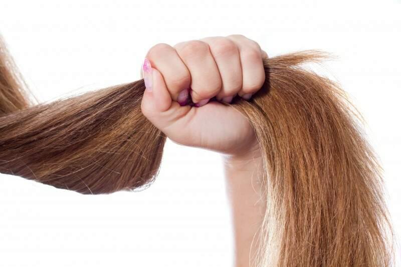 Entenda a tricotilomania ou hábito de arrancar cabelos