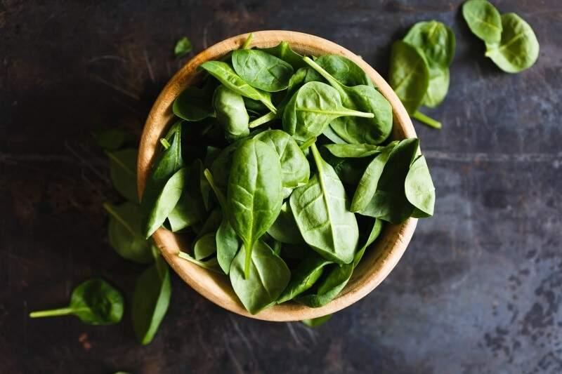 Vitaminas para manter a saúde mental espinafre magnésio