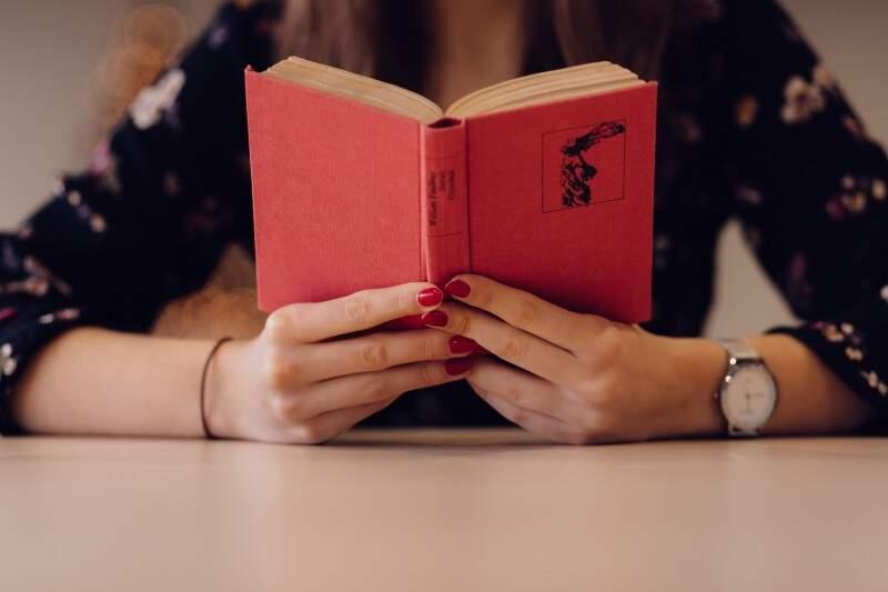Leitura ajuda a relaxar e aumenta a resiliência
