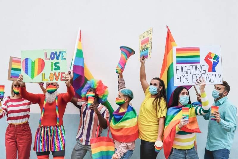 LGBTQIA+ - o que realmente significam a sigla e o movimento