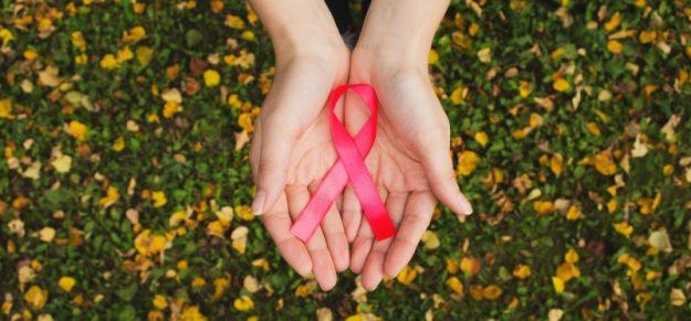 Outubro Rosa: precisamos falar sobre câncer de mama e saúde mental