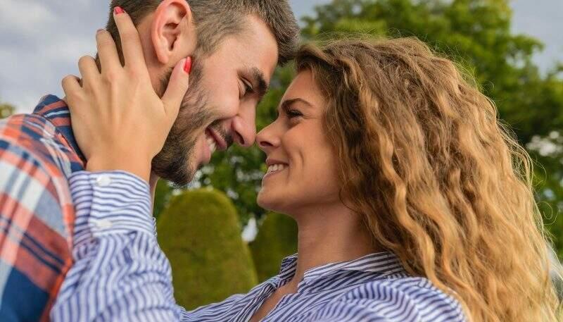 Terapia de casal - homem e mulher apaixonados