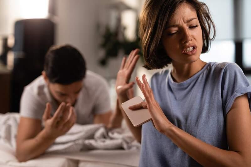 Traição e infidelidade: o que acontece na mente da pessoa traída? E da que traiu?