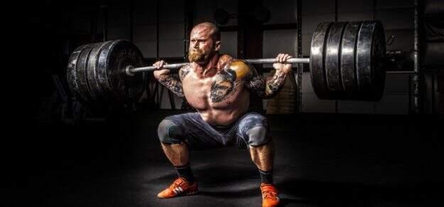 vigorexia homem muito musculoso